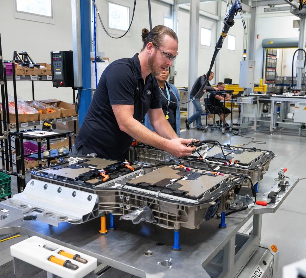 AutoMoto Το BMW Group διπλασιάζει την παραγωγή μπαταριών